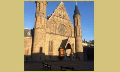 De buitenkant van de Ridderzaal in Den Haag vanuit het Binnenhof