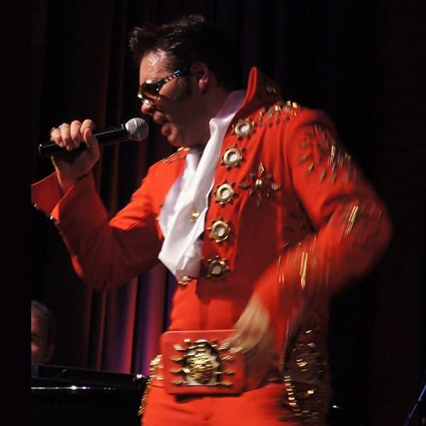 Een Elvis Presley-imitator in Memphis Tennessee