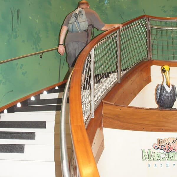 Nashville en Memphis zijn de muziekhoogtepunten van de States. Hier zie je de pianotrap in Nashville.