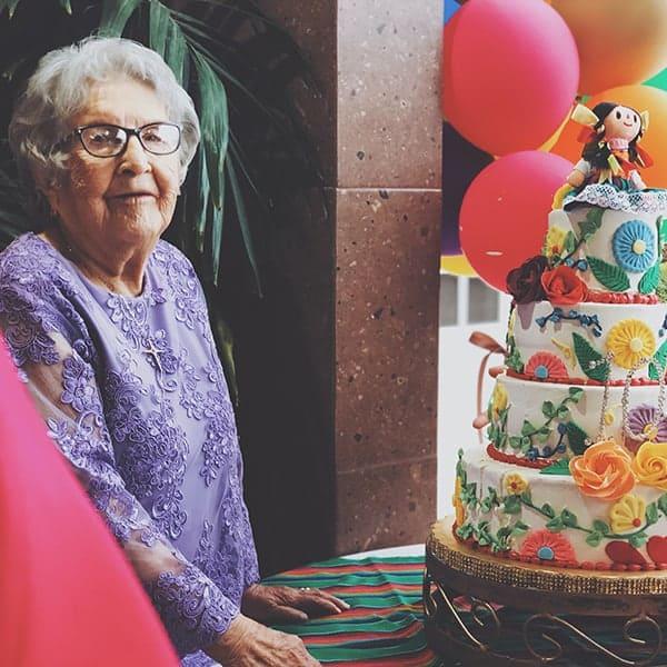 oud worden in stijl met een goede taart erbij