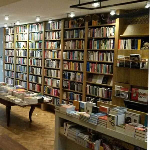Interieur Boekhandel Van Rossum in Amsterdam Zuid. Ook zij merken het veranderde winkelgedrag.