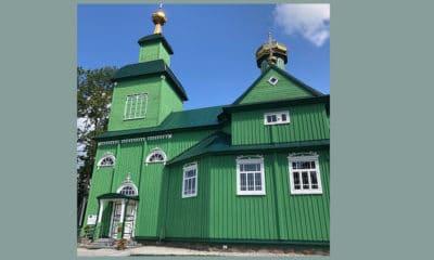Prachtige oude groene kerk in Polen