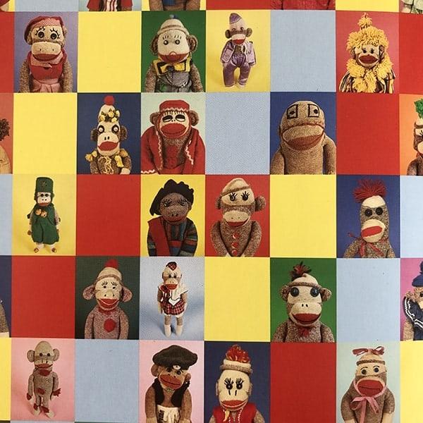 Binnenkant van het boek over Sock Monkeys van Arne Svenson en Ron Warren.