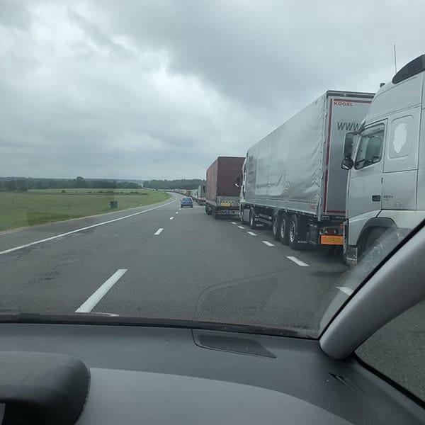 De rij van 12 km bij de grens Polen en Wit Rusland