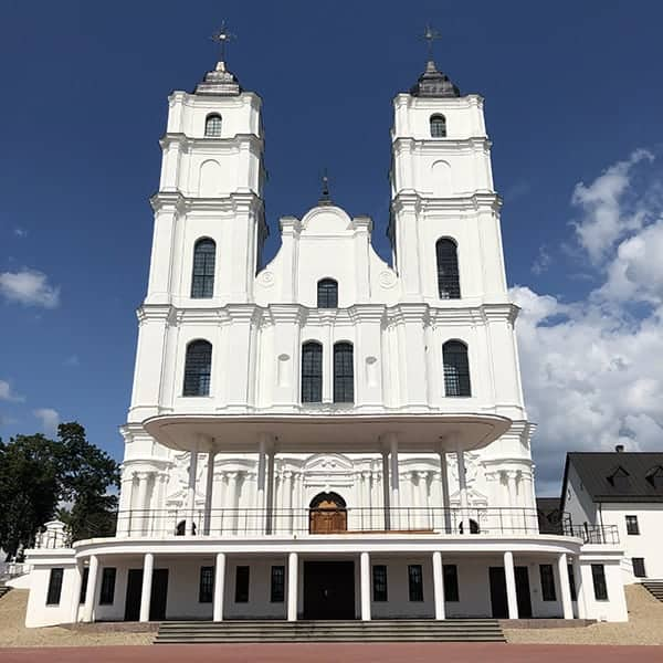 De basiliek in Agnola in Letland