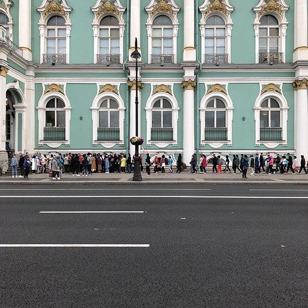 De rij bij de Hermitage in St.Petersburg