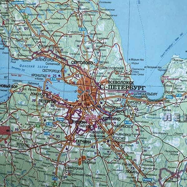 Op weg naar St. Petersburg gaan we over de grens Estland Rusland