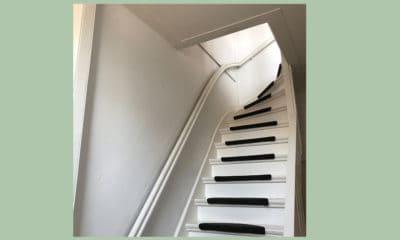 Een trap die naar boven leidt