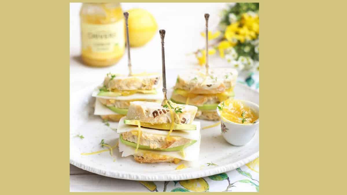Recept van The Lemon Kitchen, avocado met geitenkaas en lemoncurd