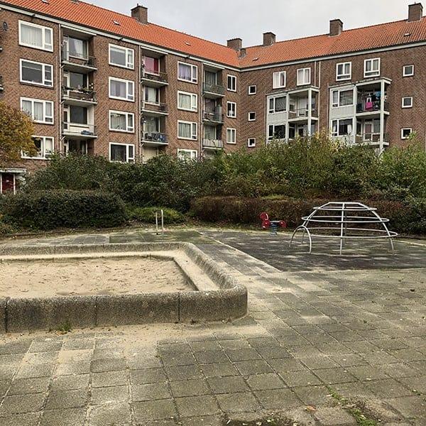 Kinderspeelplaats in het museum in Amsterdam West : het buitenmuseum oftewel de openbare ruimte
