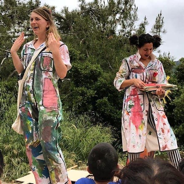 Linda van der Knaap van Changing Stories op Lesbos
