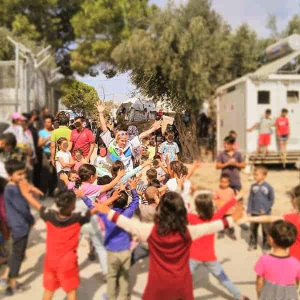 Vrolijke gezichten op Lesbos vanwege het kindertheater
