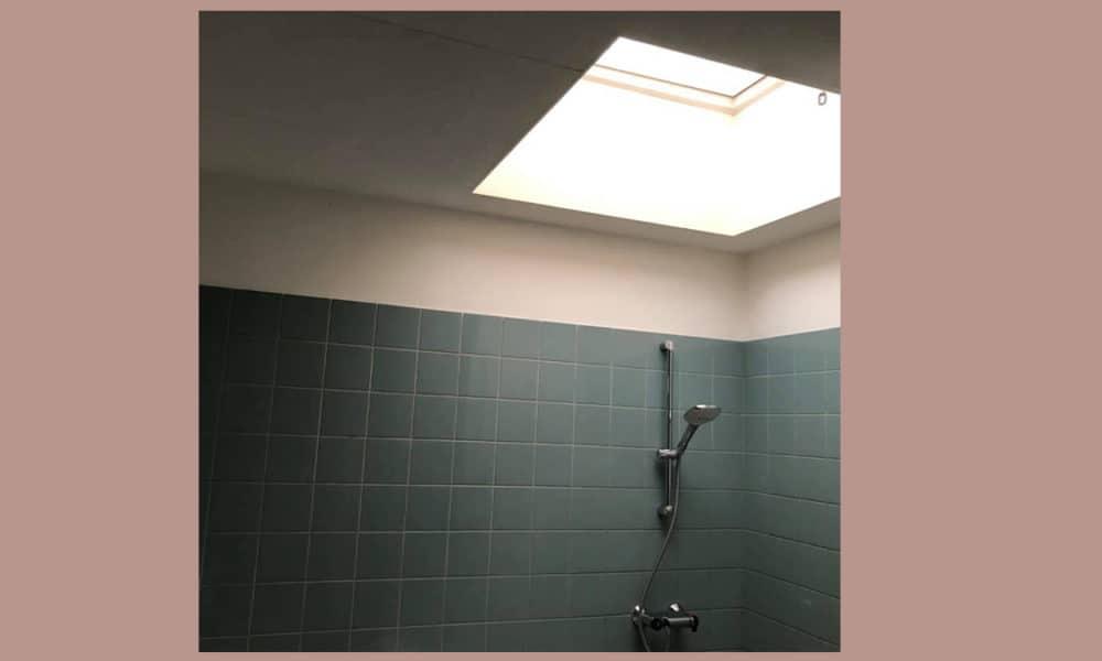 lichtkoepel in een douchecel