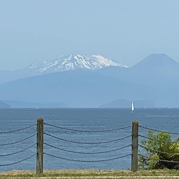 Lake Taupo met Mount Tongariro
