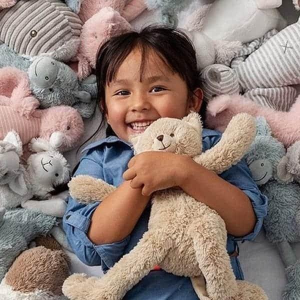 Knuffels zijn altijd goede kleine kraamcadeautjes, leuke cadeautjes voor pasgeboren baby