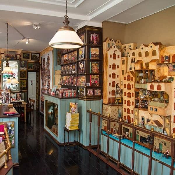 De winkel en werkplaats waar Sam en Julia worden gemaakt en verkocht, een leuk gratis uitje voor kids