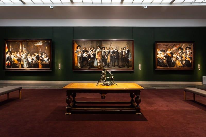 Alle schuttersstukken van Frans Hals zijn voor het eerst in 30 jaar bij elkaar te zien. In het Frans Hals Museum in Haarlem
