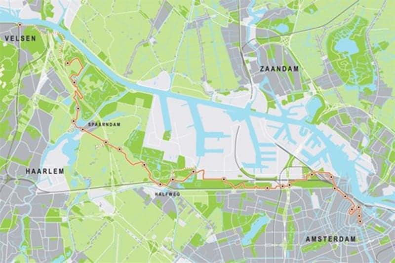 Fietsroute over de IJdijken via Halfweg, waar je ook heerlijk kunt wandelen over de Spaarnwouderdijk