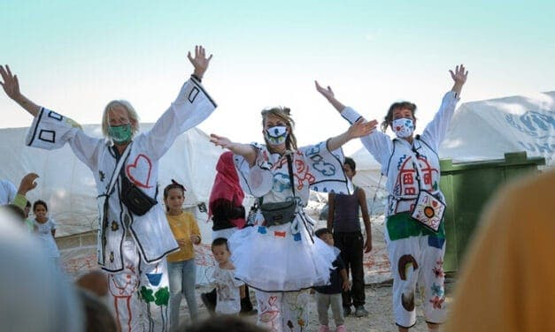 Kindertheater op Lesbos: Changing Stories laat ze lachen!