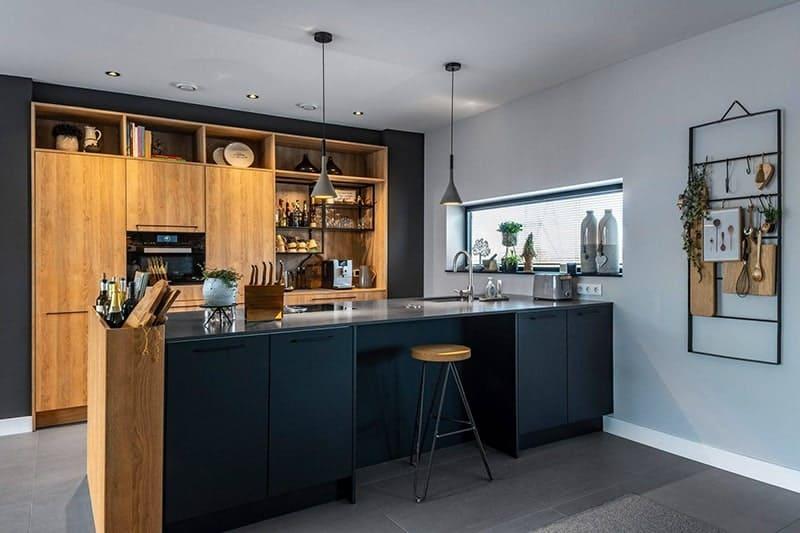 Een nieuwe keuken in een pas gebouwd huis
